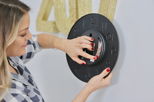 DIY Holiday Decor with Sabrina Soto and VELCRO® Brand HANGables™ Removable Wall Fasteners